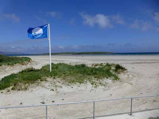 Consulta el listado completo y actualizado de las playas y calas con bandera azul en España en 2019.