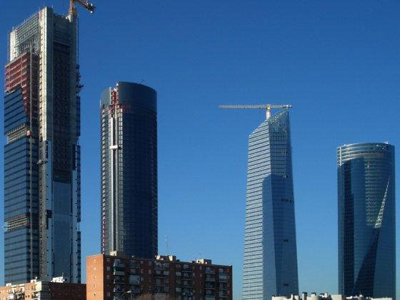 Las oficinas de las cuatro torres de Madrid bajan de precio por la crisis