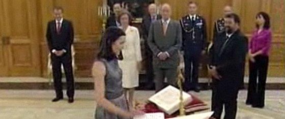 momento de la jura del cargo de gonzález-sinde como ministra de cultura