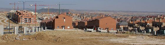urbanización de viviendas a las afueras de madrid