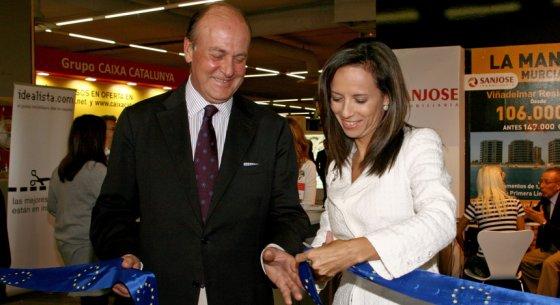 enrique lacalle, presidente del salón low cost madrid, y beatriz corredor, ministra de vivienda