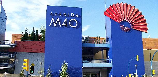 imagen de la entrada al centro comercial situado en el barrio de la fortuna