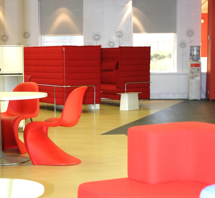 Vodafone fotos de las oficinas de una de las mayores for Imagenes de oficinas