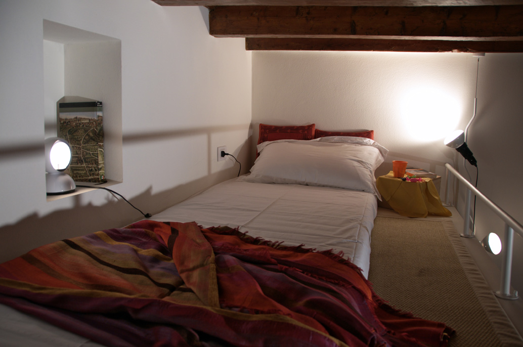 C mo decorar un piso peque o en 10 ideas idealista news for Como amueblar un loft de 35 metros