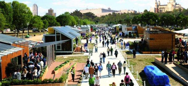 montaje de la villa solar que se celebrará en junio en madrid