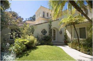 Sharon stone pone en venta su mansión de beverly hills (fotos)