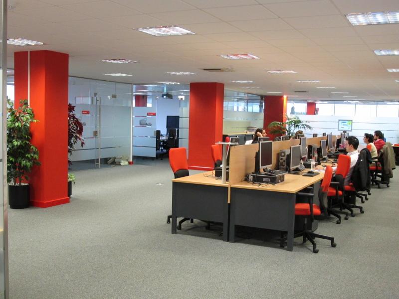 L nea directa fotos de las oficinas de una de las mayores for Oficinas linea madrid