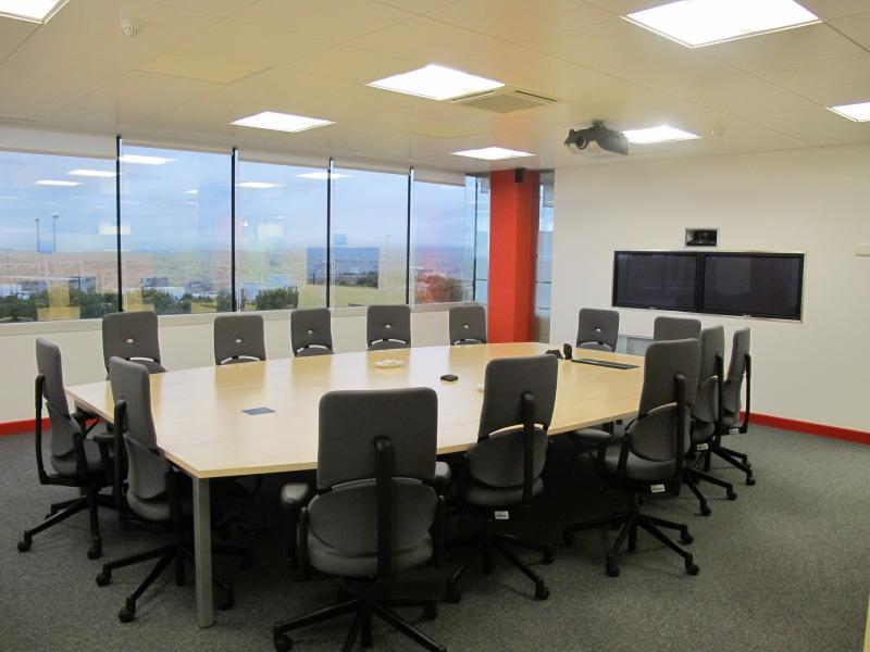 L nea directa fotos de las oficinas de una de las mayores for Oficina directa pastor
