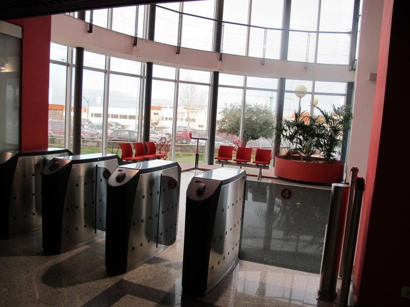 L nea directa fotos de las oficinas de una de las mayores - Oficinas linea directa madrid ...