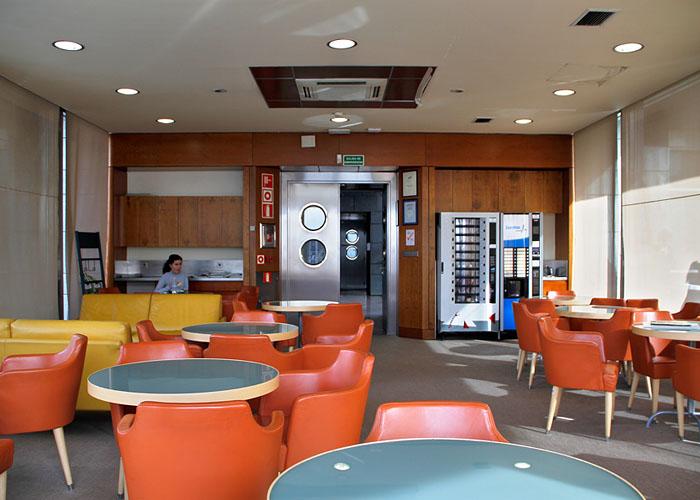 Sede sanitas fotos de sus ecol gicas oficinas en espa a for Oficina sanitas zaragoza