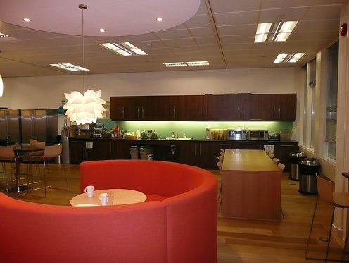 Skype fotos de las oficinas de la compa a que permite for Disenos de oficinas modernas gratis