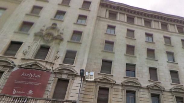 edificio de banesto en plaza de cataluña con paseo de gracia