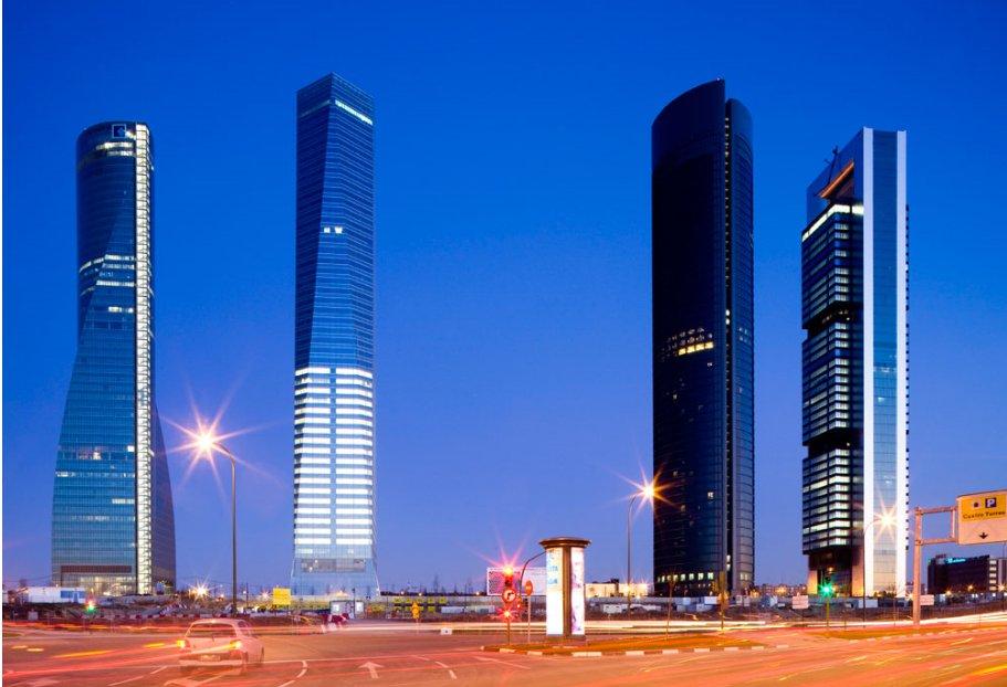 Fotos de las oficinas futuristas de la torre de mutua madrileña