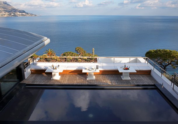 "piscina ""sin fin"" con espectaculares vistas al mar"