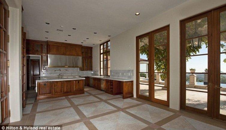 casas de famosos la modelo heidi klum compra una mansi n embargada en los ngeles fotos. Black Bedroom Furniture Sets. Home Design Ideas