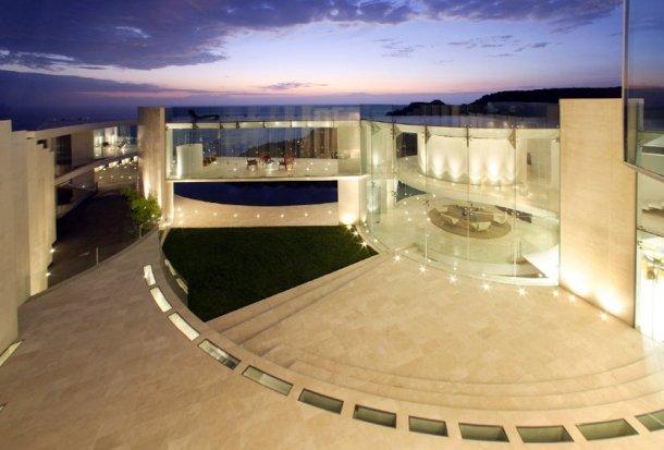 "vista del exterior de la villa ""razir residence"""