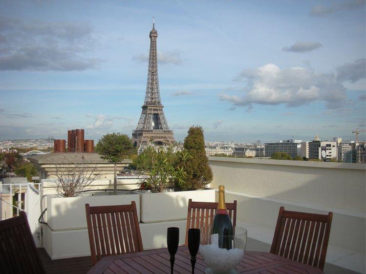 Tico de lujo con vistas a la torre eiffel par s idealista news - Casas de alquiler en francia ...