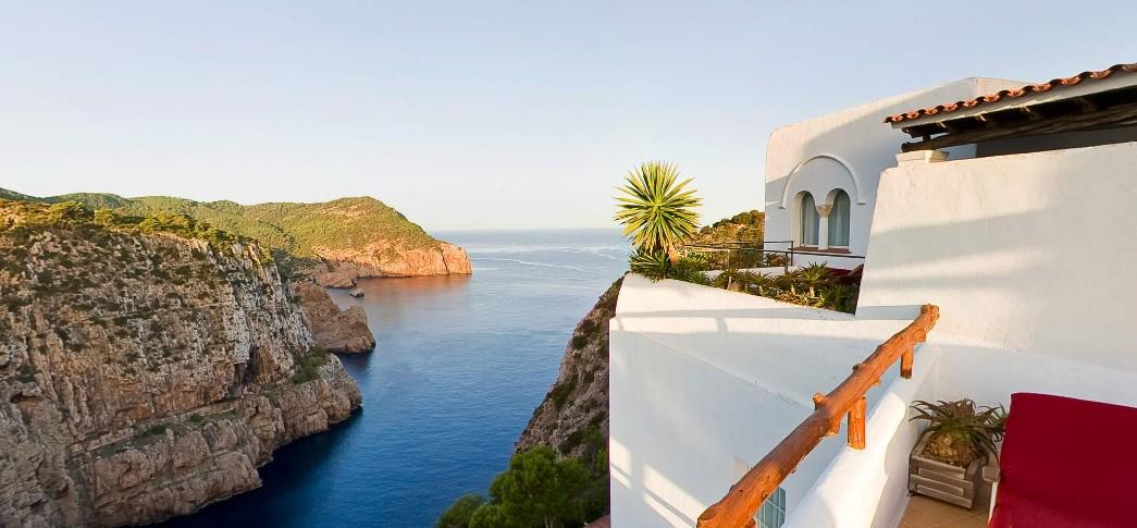 vistas del mar mediterráneo desde la terraza del hotel