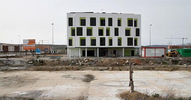 vista de un edificio de viviendas protegidas en ávila