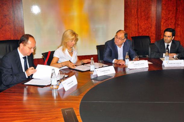 foto de la firma del acuerdo
