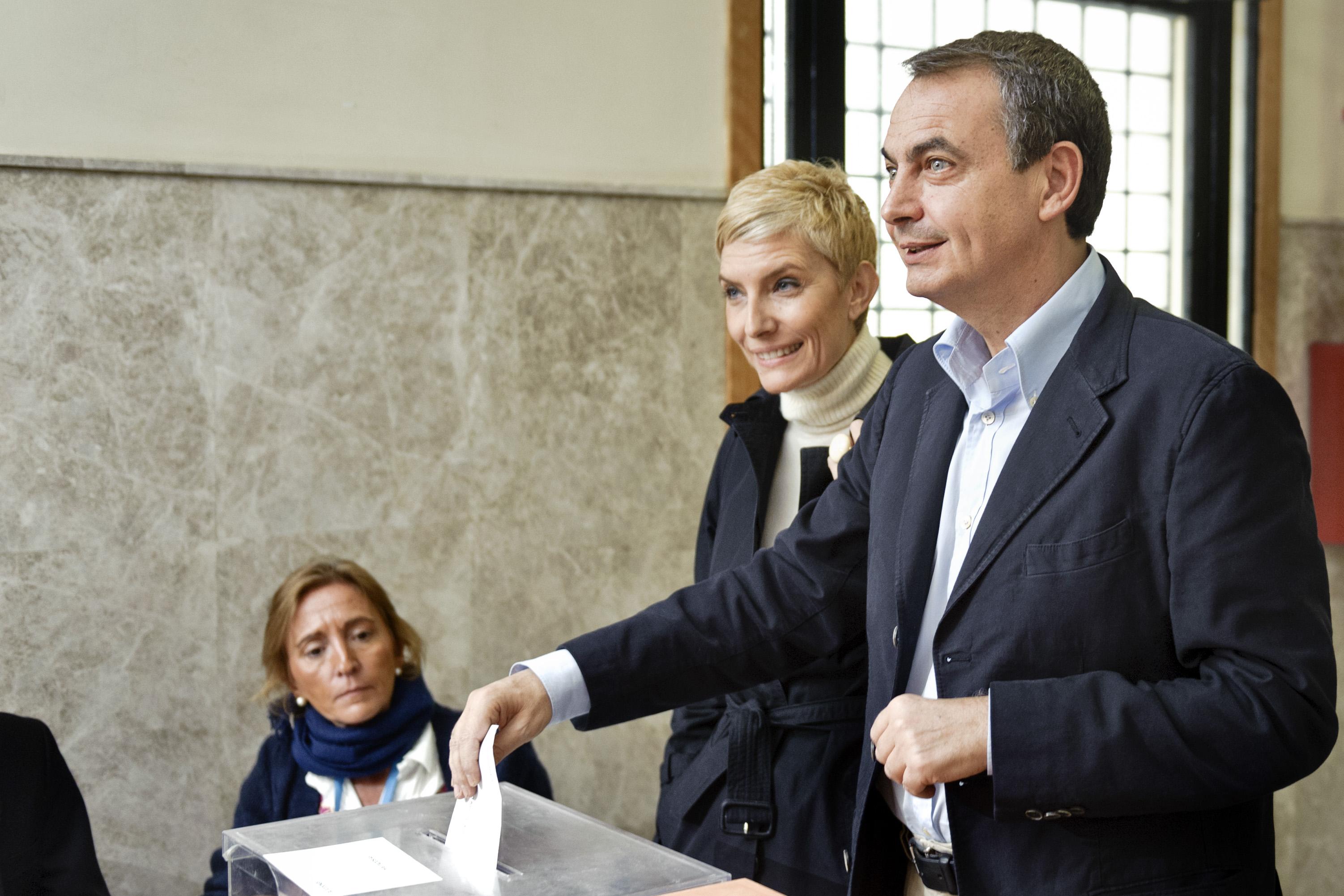 zapatero, junto a su mujer sonsoles, votando