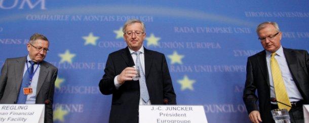 el primer ministro de luxemburgo, jean-claude juncker, en el centro de la imagen