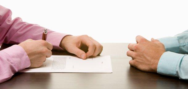 los notarios buscan soluciones a la dación en pago