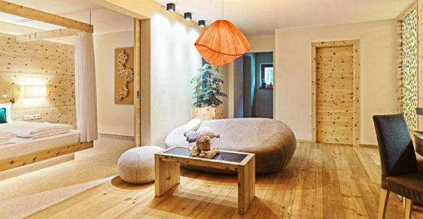 dormitorio en madera del hotel arosea
