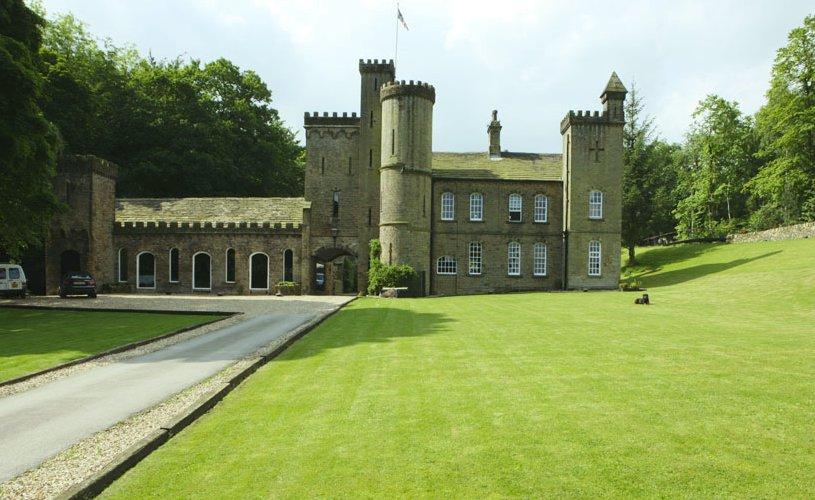 impresionante castillo con inimaginable decoración interior