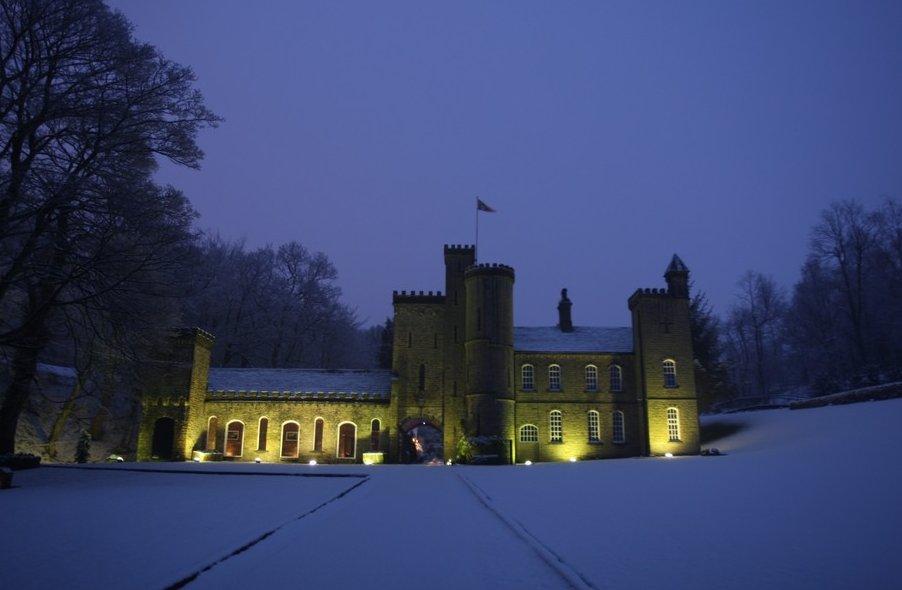 Impresionante castillo con una inimaginable decoración interior