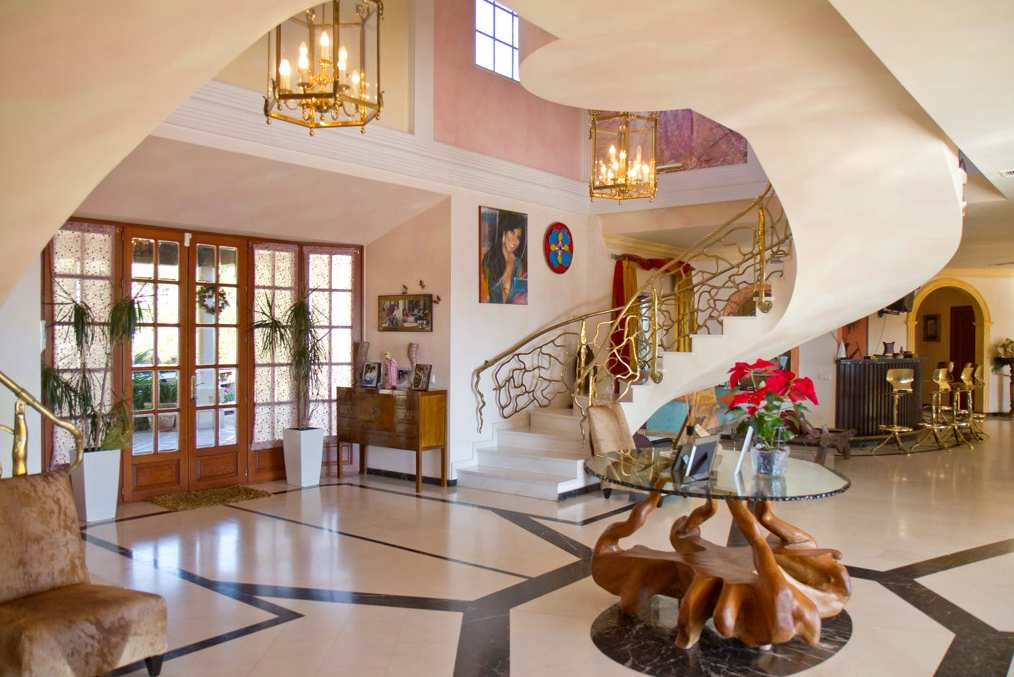Casas de famosos natasha romanov saca a la venta su mansi n en marbella villa flamingo - Decoracion marbella ...
