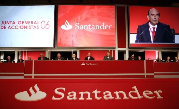 emilio botín, presidente de banco santander, en el centro y a su izquierda, alfredo sáenz