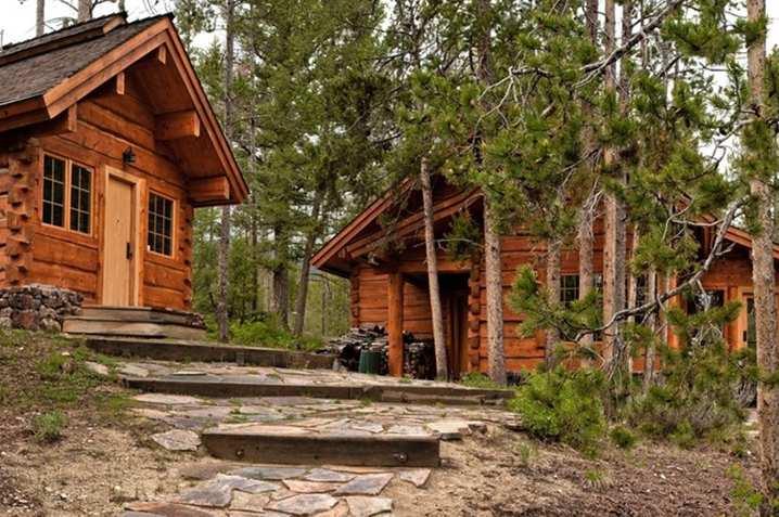 Casas de famosos: bruce willis pone a la venta su vivienda en idaho con vistas al lago