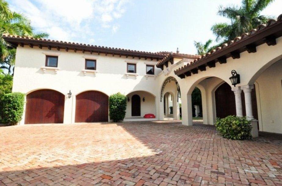 Ricky martin vende su casa de miami por la mitad de precio