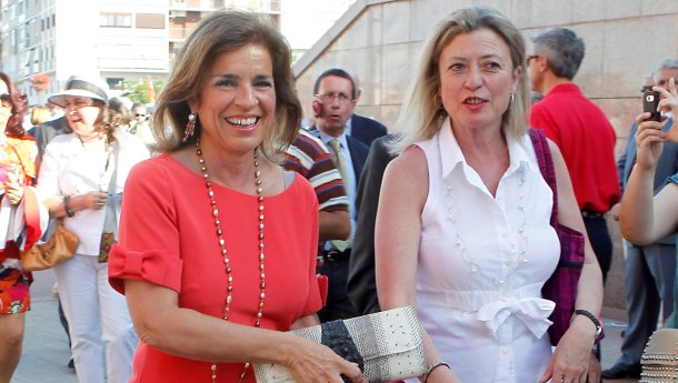 a la izq., ana botella, alcaldesa del ayuntamiento de madrid