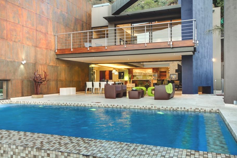 Casas de ensue o villa vanguardista con una cascada en la - Casas de ensueno ...