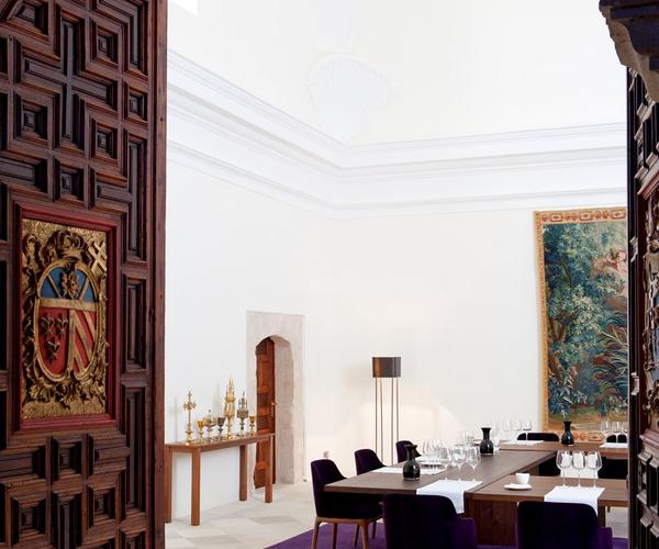 Hoteles con encanto:  ledomaine, una abadía del s.xii a orillas del río duero