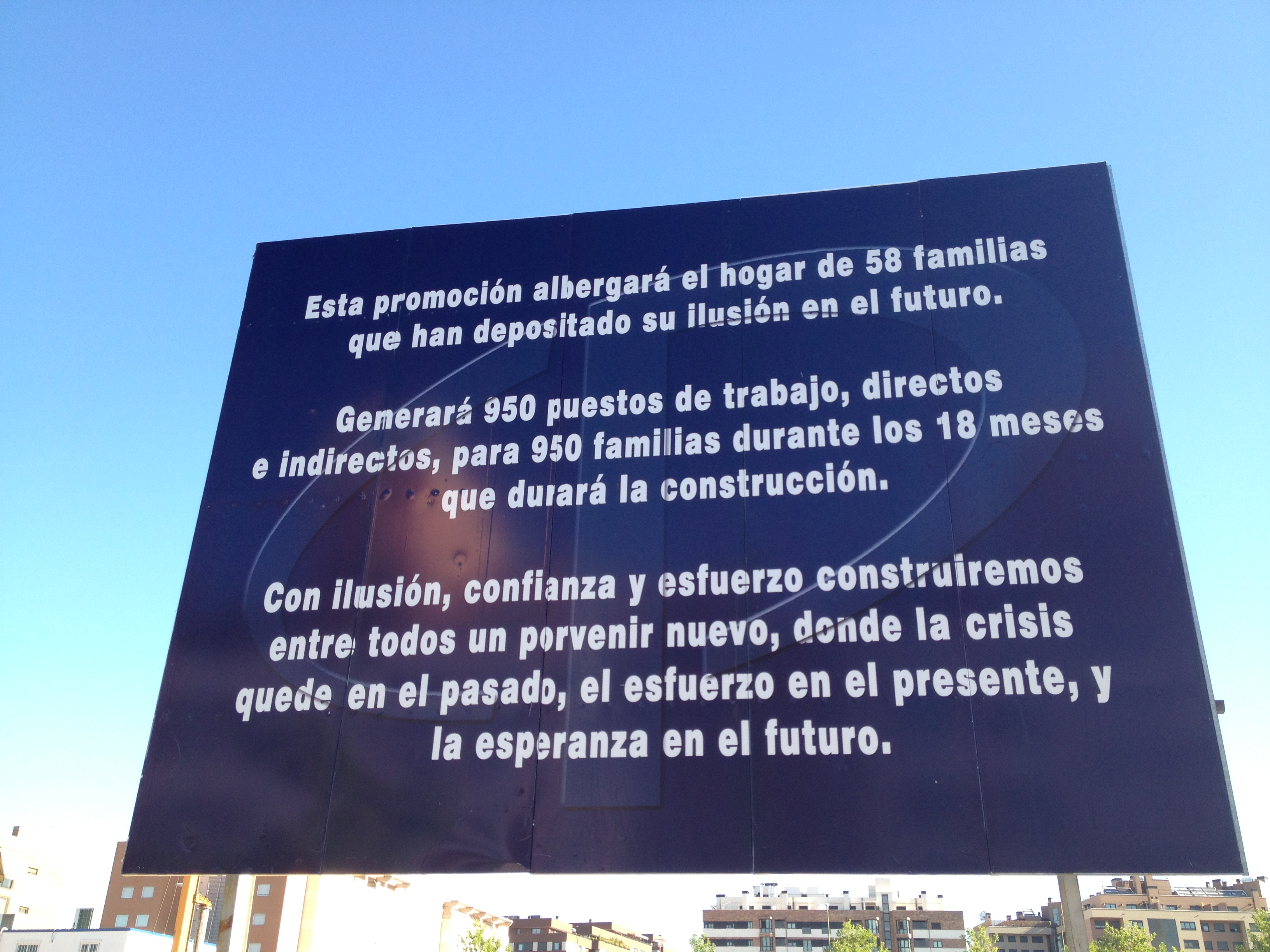 valla de cp grupo en su promoción de viviendas en montecarmelo de madrid (foto: césar oteiza)