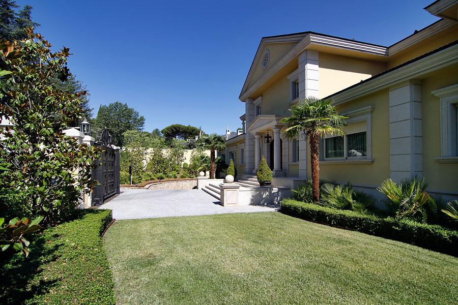 Un palacete en la urbanización de la florida irrumpe en el top 10 de viviendas en venta de Madrid (fotos)