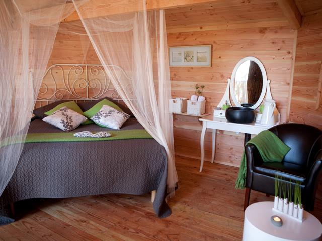 Hoteles con encanto: cabañas colgadas en los árboles para ...