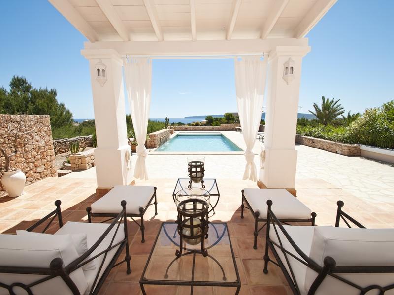 Casa de ensueño: villa con jardín mediterráneo y vistas al mar en formentera