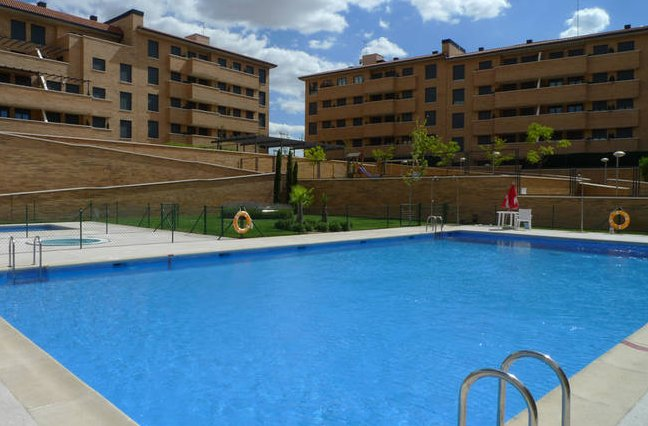Las 33 casas nuevas con piscina m s baratas de la for Piscinas comunidad de madrid 2016