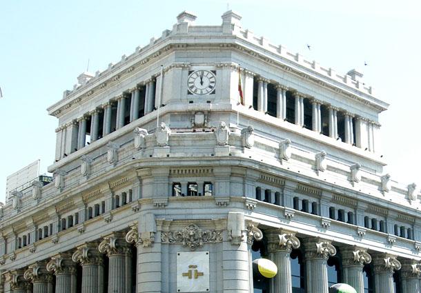 el gobierno venderá inicialmente 100 edificios públicos