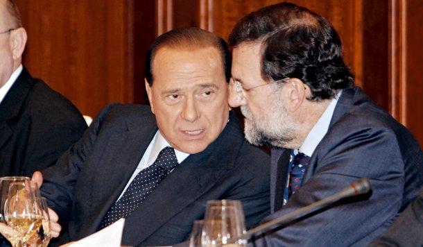 el ex presidente de italia, silvio berlusconi, junto con el presidente de españa, mariano rajoy