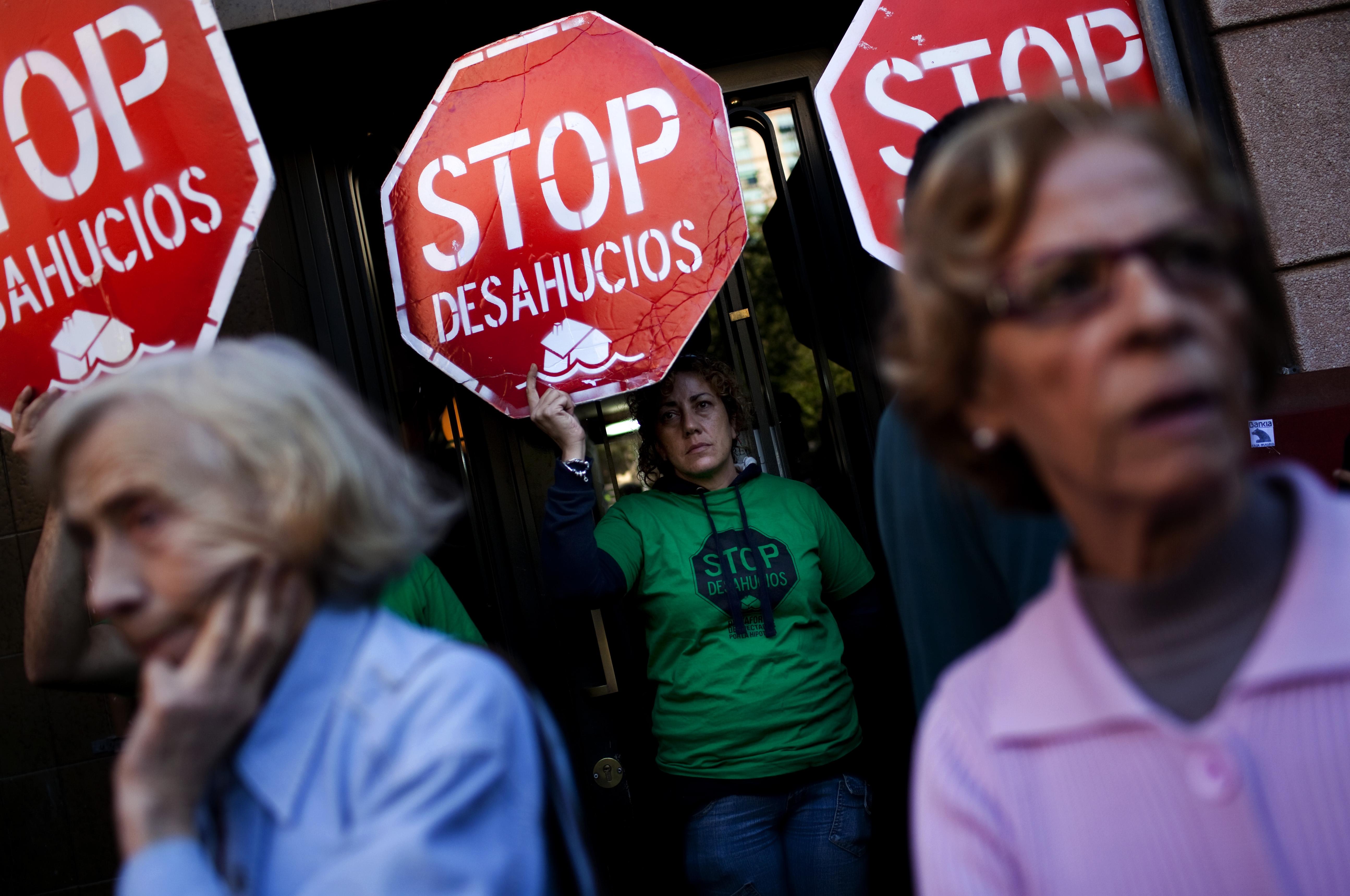 el elevado número de desahucios lleva a los políticos a replantear su política