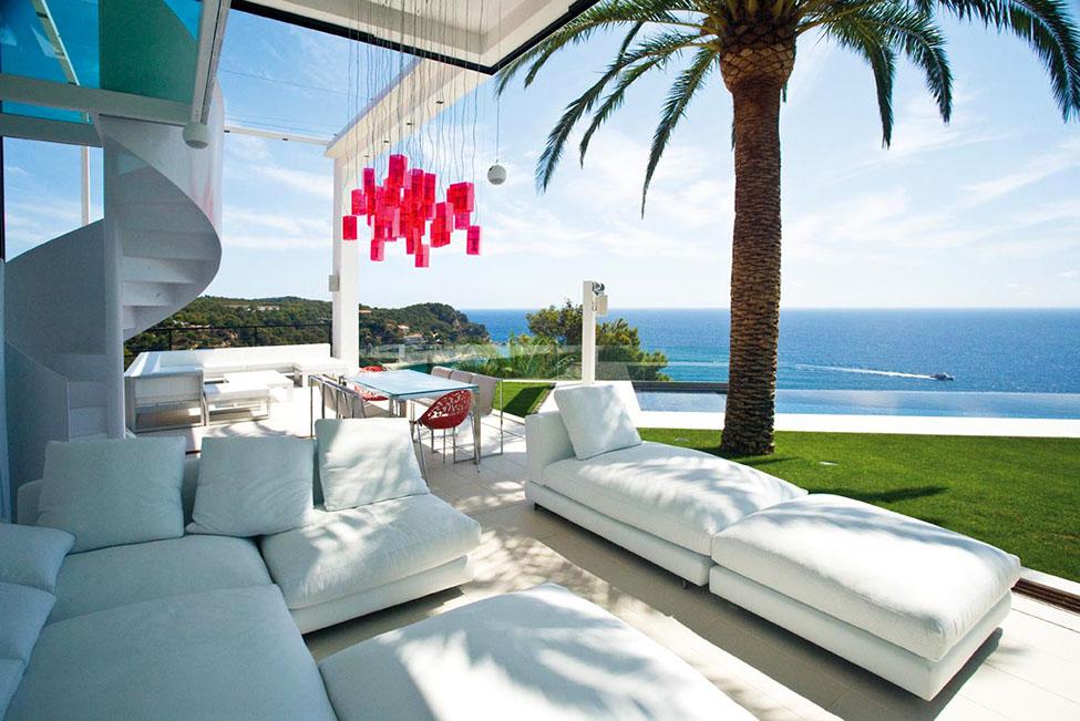 Casas de ensueño: espectacular villa con el mar mediterráneo a sus pies