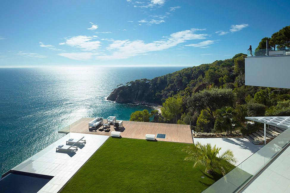 vistas de la villa y del mar mediterráneo