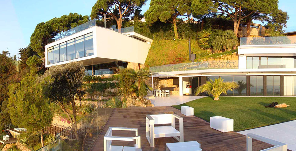 Casas de ensue o espectacular villa con el mar for Casas modernas idealista
