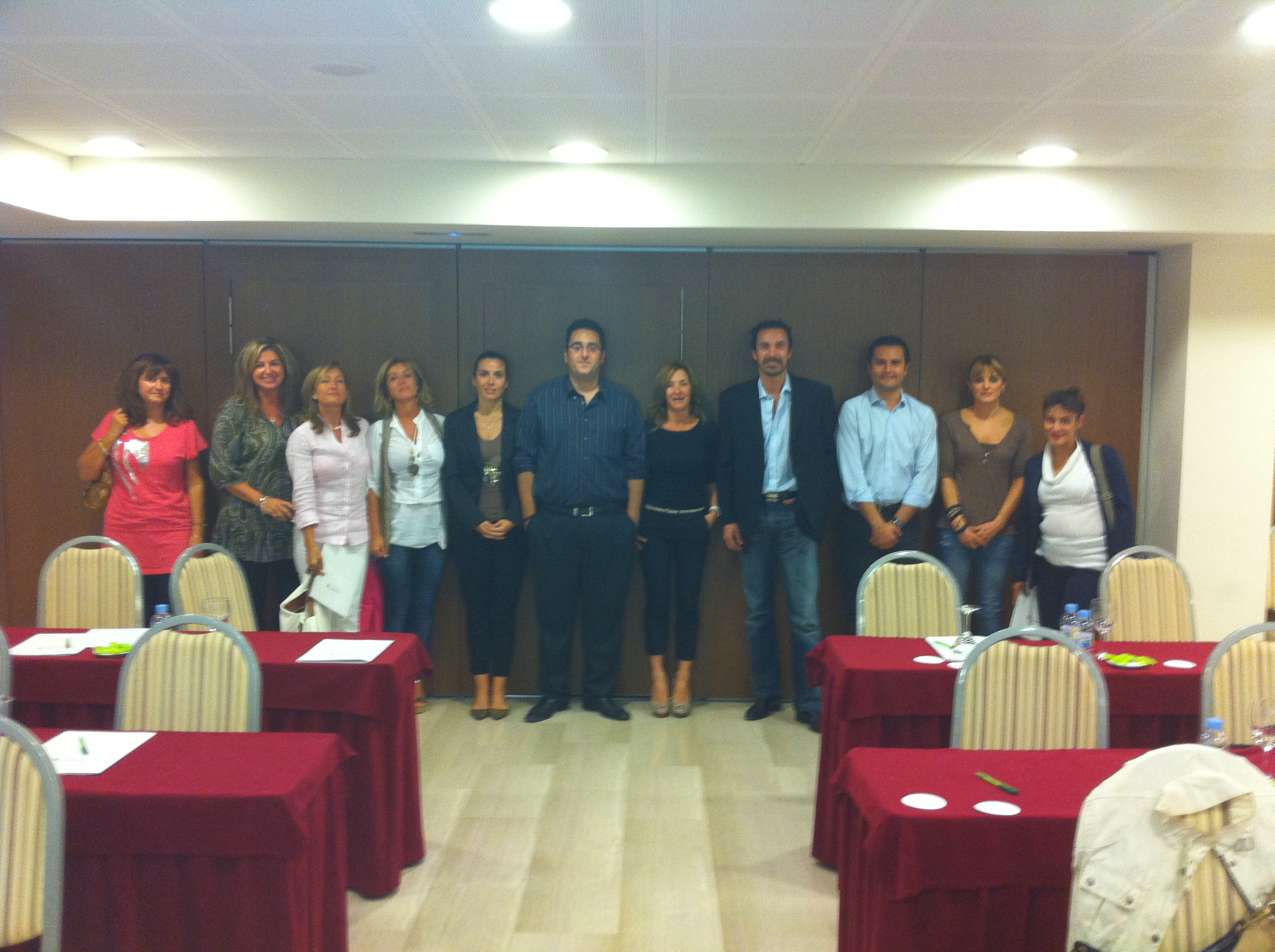 Fotos de familia de los cursos de idealista en 2012 coordinados por la oficina de Barcelona