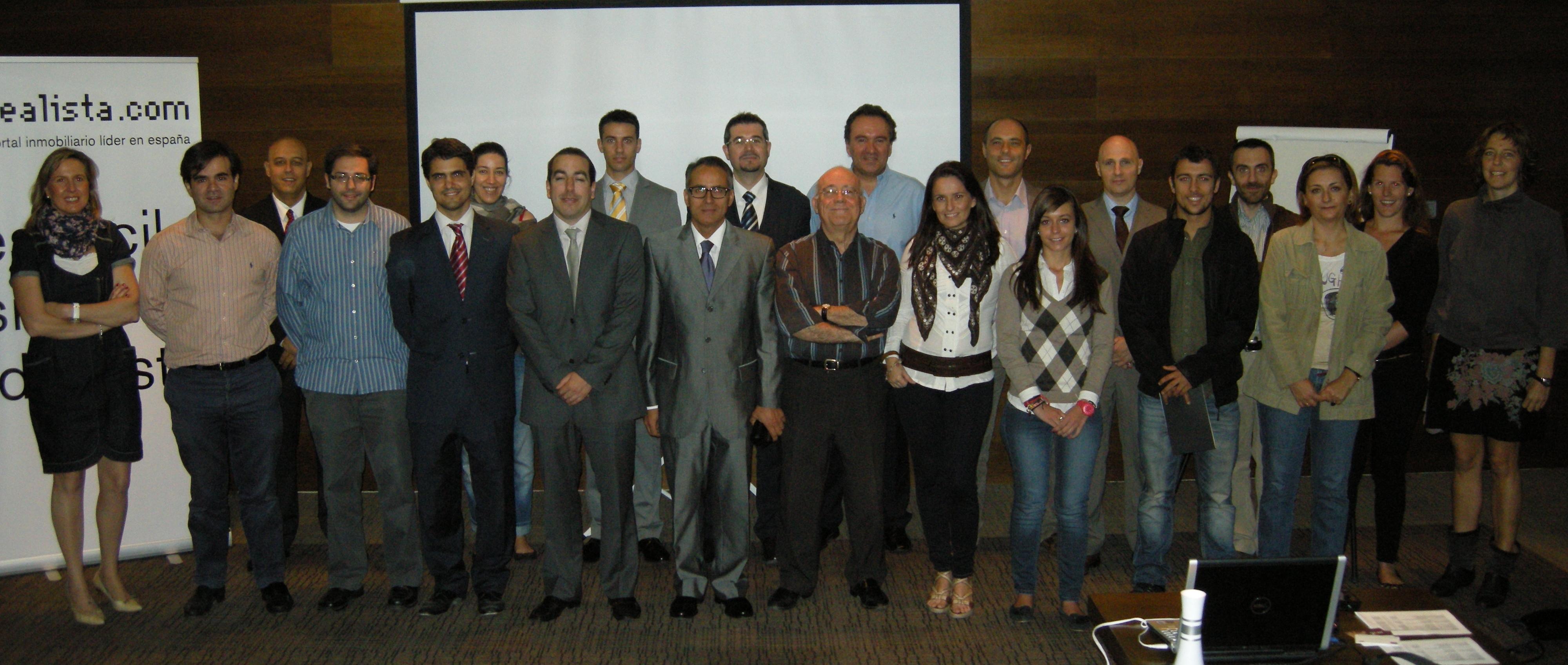 Fotos de familia de los cursos de idealista en 2012 coordinados por la oficina de Madrid
